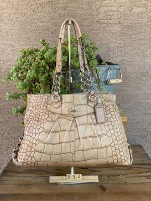 Coach hobo shoulder bag for Sale in Goodyear, AZ