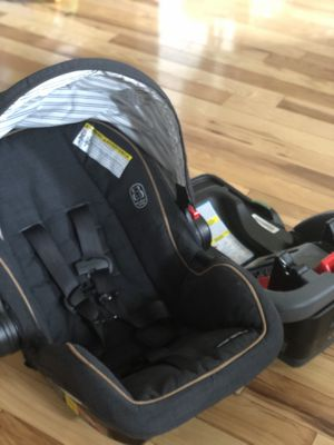 Graco Snugride Snuglelock 35 Carseat and Base for Sale in Glastonbury, CT