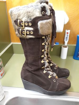 Women's sz 8 Report Winter / Snow Boots for Sale in Bristol, CT