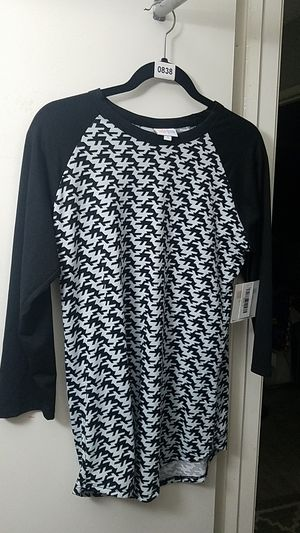 Lularoe Randy baseball tee small black and white houndstooth new with tags for Sale in Fontana, CA