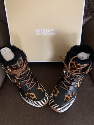 MICHAEL KORS NUEVOS SIZE 7.5 $180 Dlls NUEVO ORIGINAL 🎁🎁❤️ for Sale in Fontana, CA