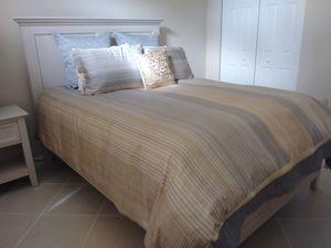 Sannibel 3 piece queen bedroom set w/never used Beautyrest box spring and mattress for Sale in Boynton Beach, FL
