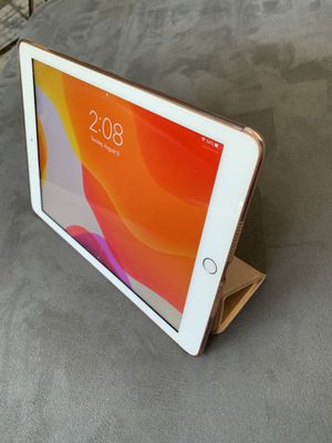 iPad Gold 32 GB 6th Generation great condition for Sale in Renton, WA