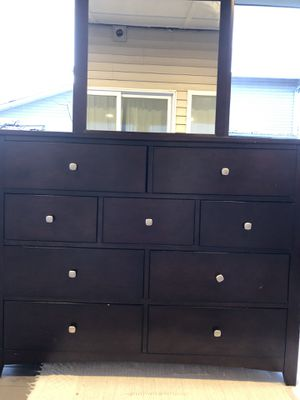 Dresser and 2 nightstands for Sale in Battle Ground, WA
