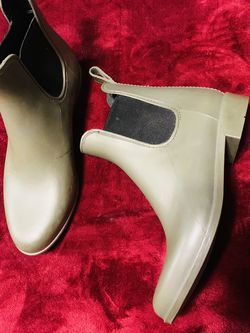Target rain boots in olive green suze 6 for Sale in Vernon,  CA