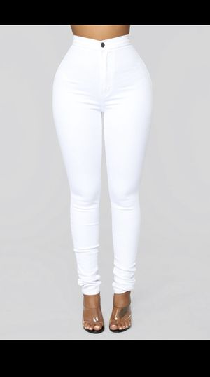 Fashion Nova White HighRise Jeans 🤍 for Sale in Boynton Beach, FL