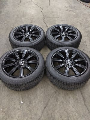"""NEW RANGE ROVER 21"""" RIMS (TIRE AND WHEEL SET) for Sale in Portland, OR"""