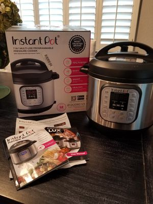 Instant pot 6 qt 7 in 1 multi-use programmable pressure cooker for Sale in Chandler, AZ