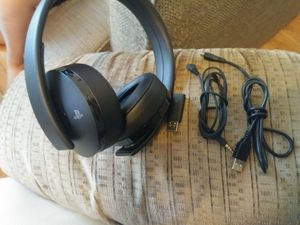 PS4 GOLD Wireless Gaming Headphones(2 hrs of use) for Sale in Portland, OR