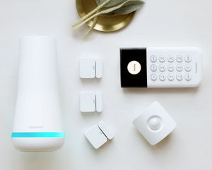 Simplisafe Essentials Security System: 6 Components plus camera for Sale in Denver, CO