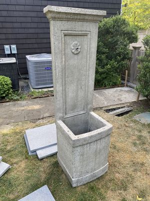 Large Italian Style Fountain for Patio or Garden with pump included. Excellent condition, paid $790 for it new. Made by Campagnia Auberge. for Sale in Greenwich, CT