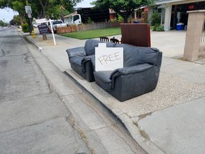 Free living room set couches leather with kitchen table & 4 chairs. Muebles Gratis de piel con mesa y 4 sillas 1924 McLaughlin San Jose Ca 95122 for Sale in San Jose, CA