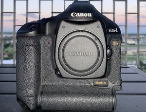 Canon EOS-1 Ds MarkIII (Body Only) for Sale in Detroit, MI