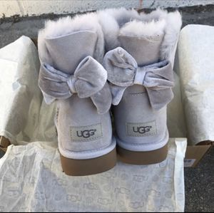 UGG authentic water resistant Bailey bow II Sz 7 New for Sale in Los Angeles, CA