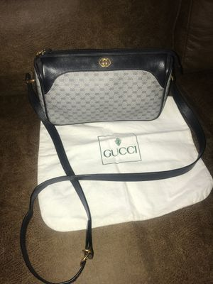 Gorgeous 💋Gucci 💋 crossbody purse ( shipping is available through offerup ) for Sale in Palmdale, CA
