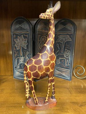 HOME DECORE WOOD GIRAFFE for Sale in Phoenix, AZ