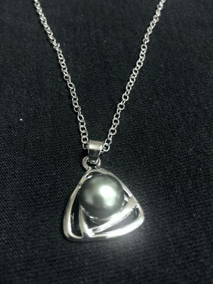 Sterling Silver Necklace / Green Pearl Pendant for Sale in Las Vegas, NV
