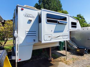 2003 Fleetwood Elkhorn 9'6 truck camper for Sale in Seattle, WA