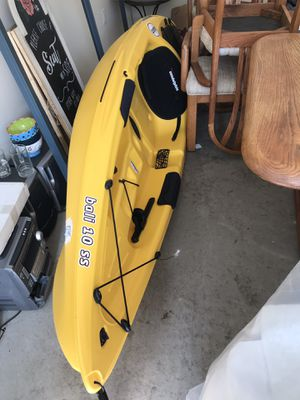 "10"" Sundolphin Kayak, Ascend Paddle and Bass Pro life vest for Sale in Macon, GA"