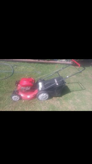 Lawnmower troy bilt self propelled 6.75hp briggs and Stratton in excellent conditions ready to use for Sale in Bell Gardens, CA