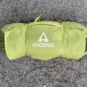 ascend red lodge 6-person tent for Sale in St. Louis, MO