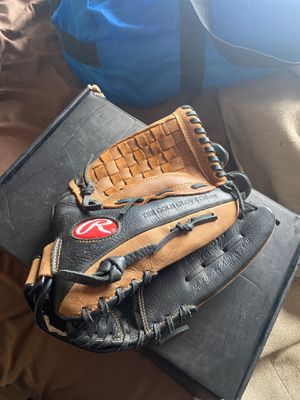 Baseball glove left hand for Sale in Tolleson, AZ