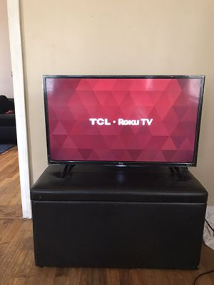 "Tcl 32"" smart roku tv for Sale in Detroit, MI"