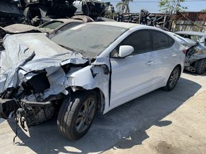 18 Hyundai Elantra 2.0L sedan FOR PARTS ONLY for Sale in Los Angeles, CA