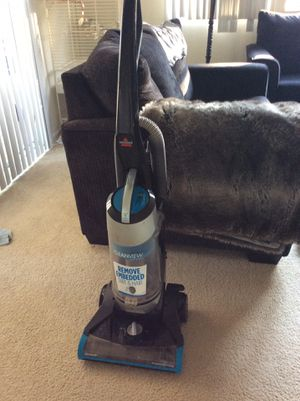 Vacuum bissell like very good no chipping no delivery for Sale in Irvine, CA