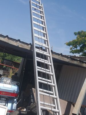 Lewisville 40 foot ladder for Sale in San Angelo, TX