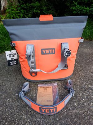 YETI Pink & Gray HOPPER M30 Cooler Bag for Sale in Tacoma, WA