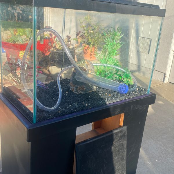 25 Gallon Fish Tank With Stand (Accesories Included)
