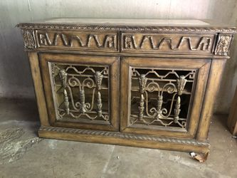 Dining room buffet table - Gorgeous with great details for Sale in Tigard,  OR
