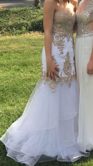 White & Gold formal dress for Sale in Monroe, WA