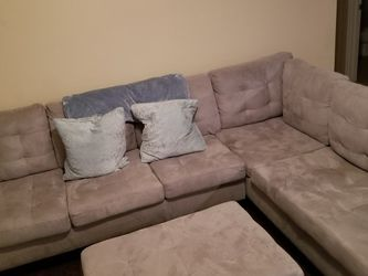 Grey Sectional And Ottoman for Sale in Keller,  TX