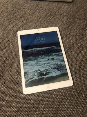 Ipad Air - mint condition w charger and case for Sale in San Diego, CA