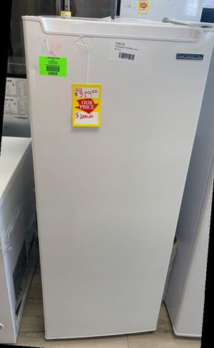 THOMSON TFRF690 WHITE STAND UP FREEZER 6.5 cubic feet ODQ C for Sale in San Antonio, TX