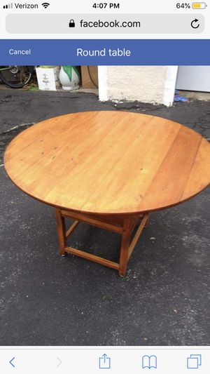Round wooden Kitchen table for Sale in Boonton, NJ