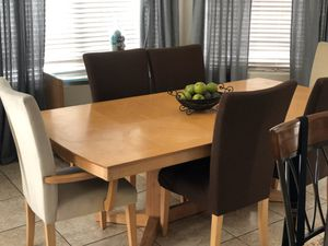 Table and 6 chairs for Sale in Laveen Village, AZ
