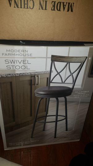 Modern Farmhouse Swivel Stool (Bar stool) for Sale in Los Nietos, CA