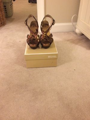 Michael Kors open toed heels. Gold. Size 7.5 for Sale in MONTGOMRY VLG, MD