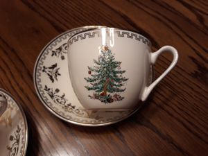 Spode tea cups and saucers New Christmas Tree Gold collection for Sale in Oviedo, FL