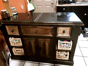 Large Park Avenue Granite Top Kitchen Island (Bob's furniture) for Sale in Springfield, MA