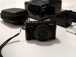 Sony RX 100 IV w/ Extras // only 5,700 photos taken with it! for Sale in Brooklyn, NY