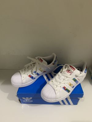 Women's Adidas Superstar Floral Pattern Multicolor Size 5 (BB0532) Super Nice! for Sale in Miami, FL