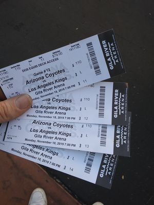 Arizona coyotes vs l.a. king tickets for Sale in Glendale, AZ