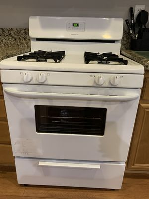Kitchen Appliances: Gas stove, microwave, and dishwasher for Sale in Fontana, CA