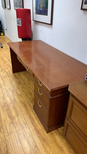 Office desk, furniture. for Sale in Los Angeles, CA