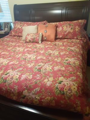 Waverly reversible queen/king comforter for Sale in LRAFB, AR