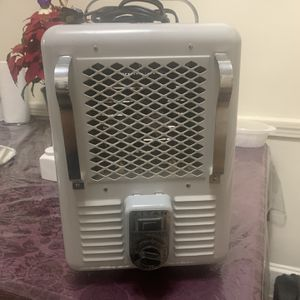 Titan space heater (1300w - 1500w) for Sale in Baltimore, MD